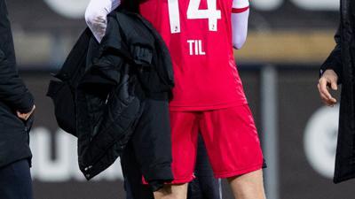 Freude über den Sieg: Freiburg-Coach Christian Streich (l) und Guus Til.