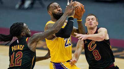 Lakers-Superstar LeBron James (M) erzielte 46 Punkte gegen die Cleveland Cavaliers.