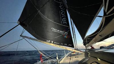 "Boris Herrmanns Rennyacht ""Seaexplorer - Yacht Club de Monaco"" unter Segeln."