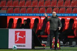 Trainer Peter Bosz und Bayer 04 Leverkusen bekommen es am 20. Spieltag mit dem VfBStuttgart zu tun.