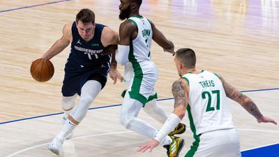 Führte die Dallas Mavericks zum Sieg gegen die Boston Celtics:Luka Doncic (l).