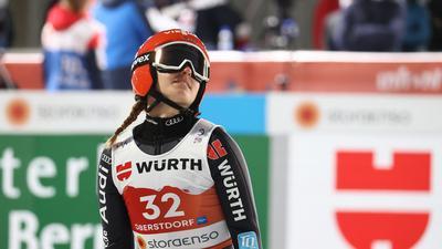 Kam als beste deutsche Springerin nur auf Rang zehn: Katharina Althaus reagiert nach dem Sprung.