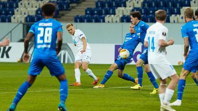 Moldes Eirik Andersen (2.v.l) erzielt das Tor zum 1:0 gegen 1899 Hoffenheim.