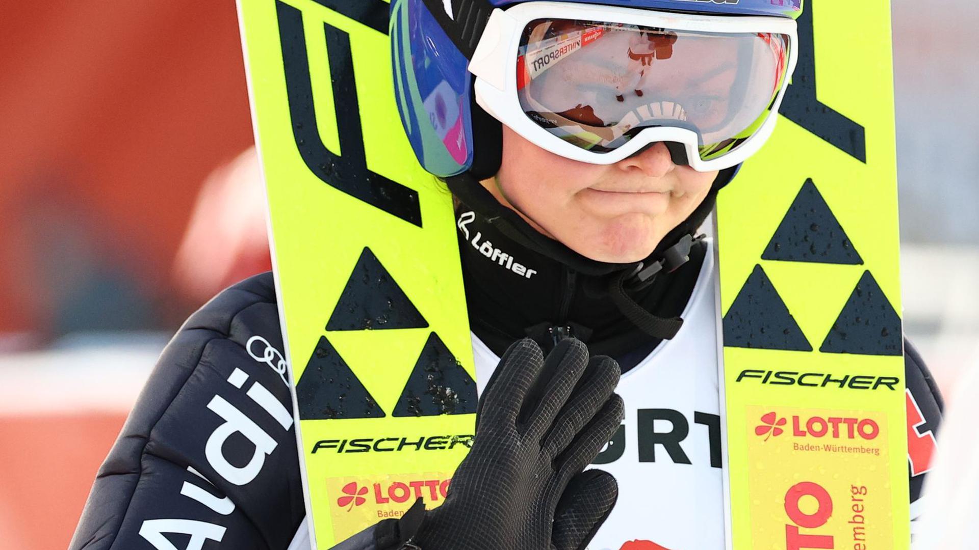 Ist nach ihren Sprüngen von der Normalschanze von sich schwer enttäuscht: Carina Vogt.