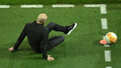 Leverkusens Cheftrainer Peter Bosz ist nach dm Europa-League-Aus endgültig auf dem Boden der Tatsachen angekommen.