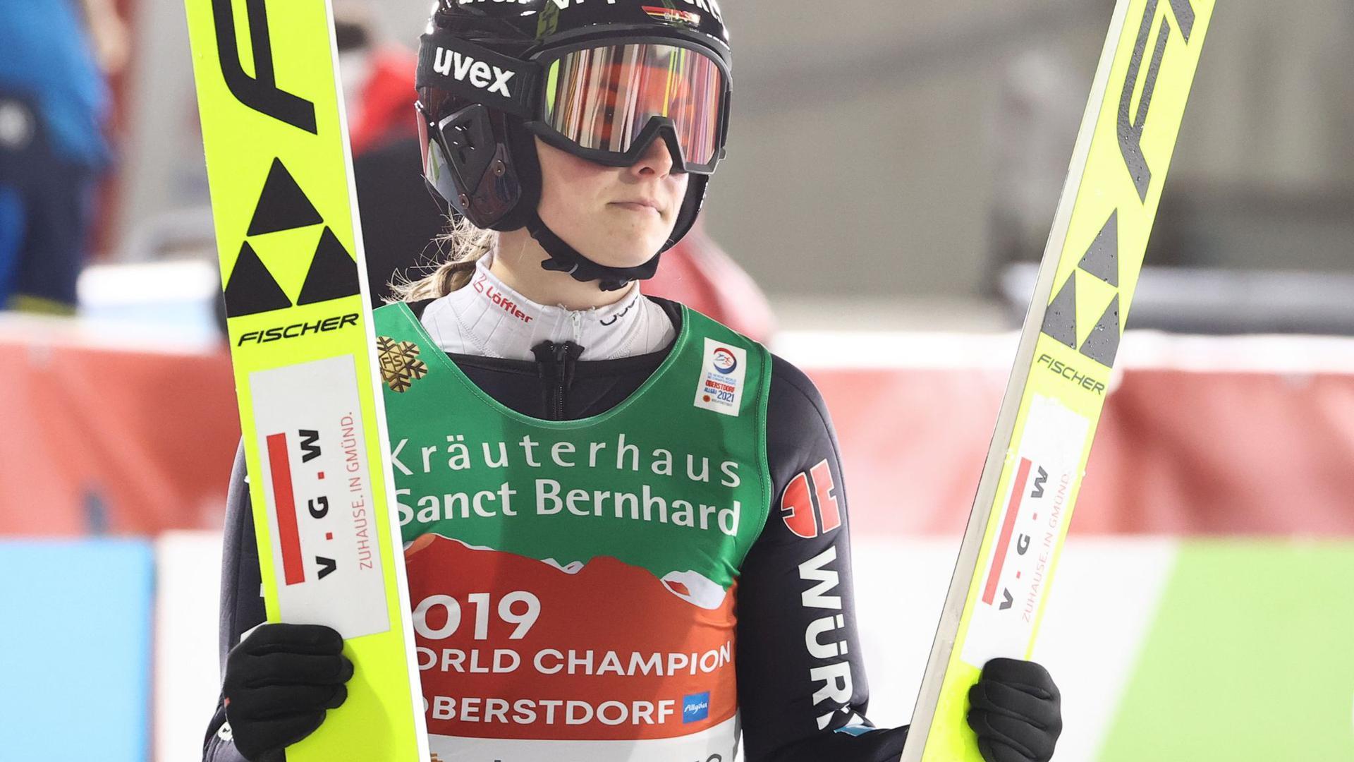 Anna Rupprecht wurde neben Katharina Althaus, Karl Geiger und Markus Eisenbichler von Bundestrainer Stefan Horngacher für den Mixed-Teamwettbewerb nominiert.