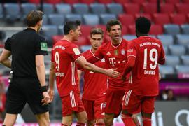 Thomas Müller (M) stand bei den Bayern gleich wieder im Mittelpunkt.