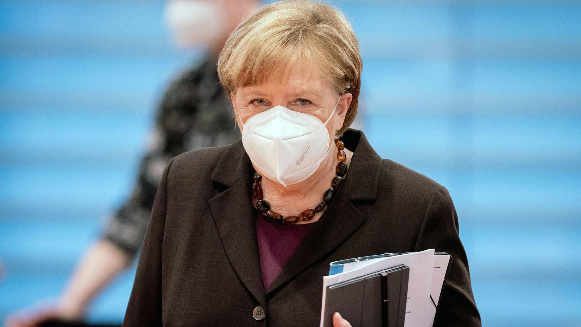 Berät mit Bund und Ländern über mögliche Lockerungen der Corona-Beschränkungen: Bundeskanzlerin Angela Merkel.