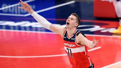 Der deutsche NBA-Profi Moritz Wagner von den Washington Wizards jubelt nach einem erfolgreichen Dreipunktewurf.
