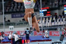 Malaiko Mihambo sprang bei der Hallen-EM mit 6,88 Metern zu der Silbermedaille.