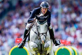 Ist auf seinem Hof besonders vom Pferde-Herpes betroffen: Springreiter Sven Schlüsselburg.
