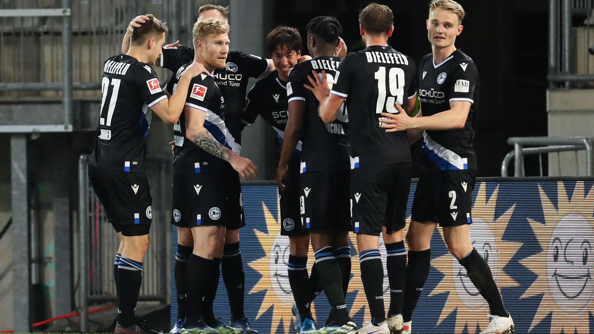 Bielefeld verlässt durch den Sieg gegen Freiburg vorerst die Abstiegsränge.