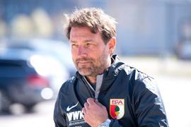 """Spürt beim FC Augsburg """"den Nach-Hause-Kommer-Effekt"""": Trainer Markus Weinzierl kommt zum Training."""