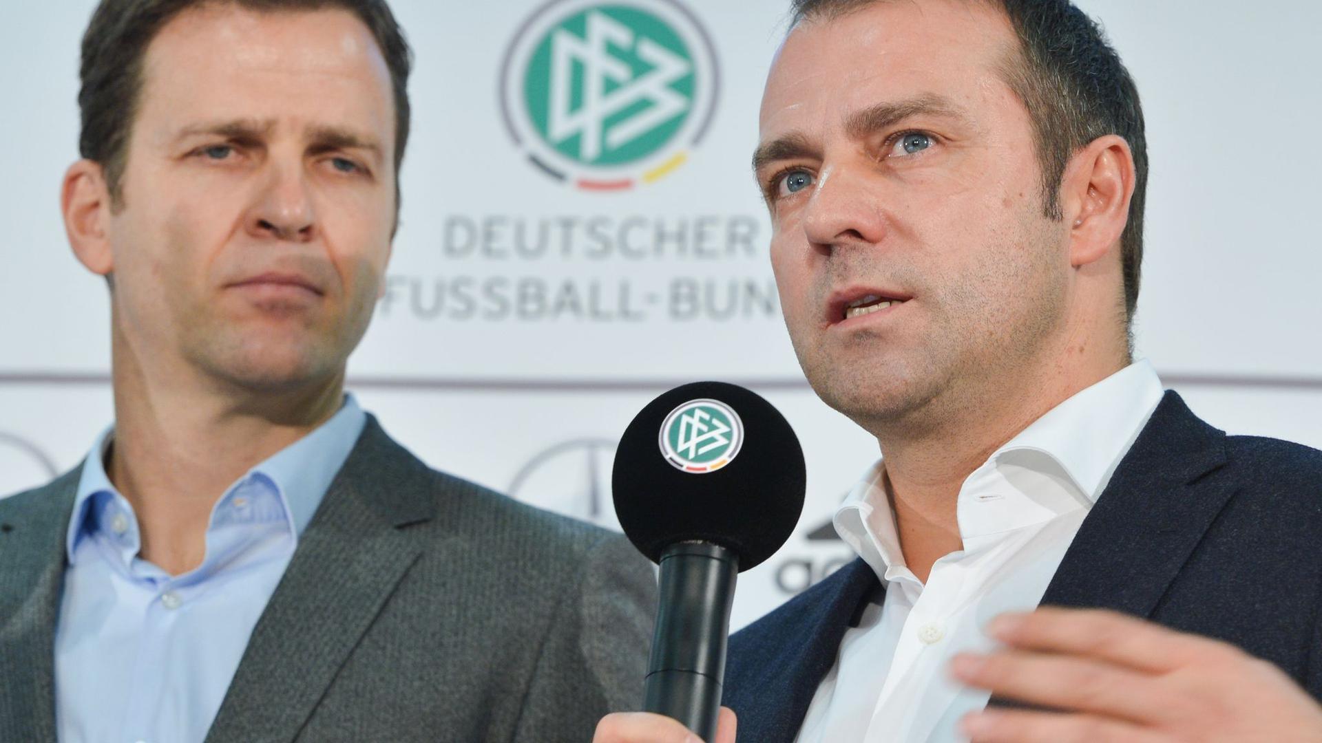 Kennen und schätzen sich: DFB-Direktor Oliver Bierhoff und Trainer Hansi Flick.