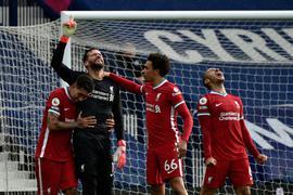 Liverpools Keeper Alisson Becker schoss das entscheidende Tor gegen West Bromwich Albion.