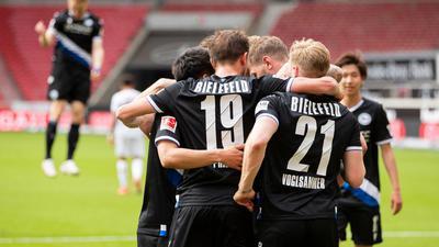 Arminia Bielefeld hat mit dem Auswärtserfolg beim VfBStuttgart den direkten Klassenerhalt am letzten Spieltag klar gemacht.