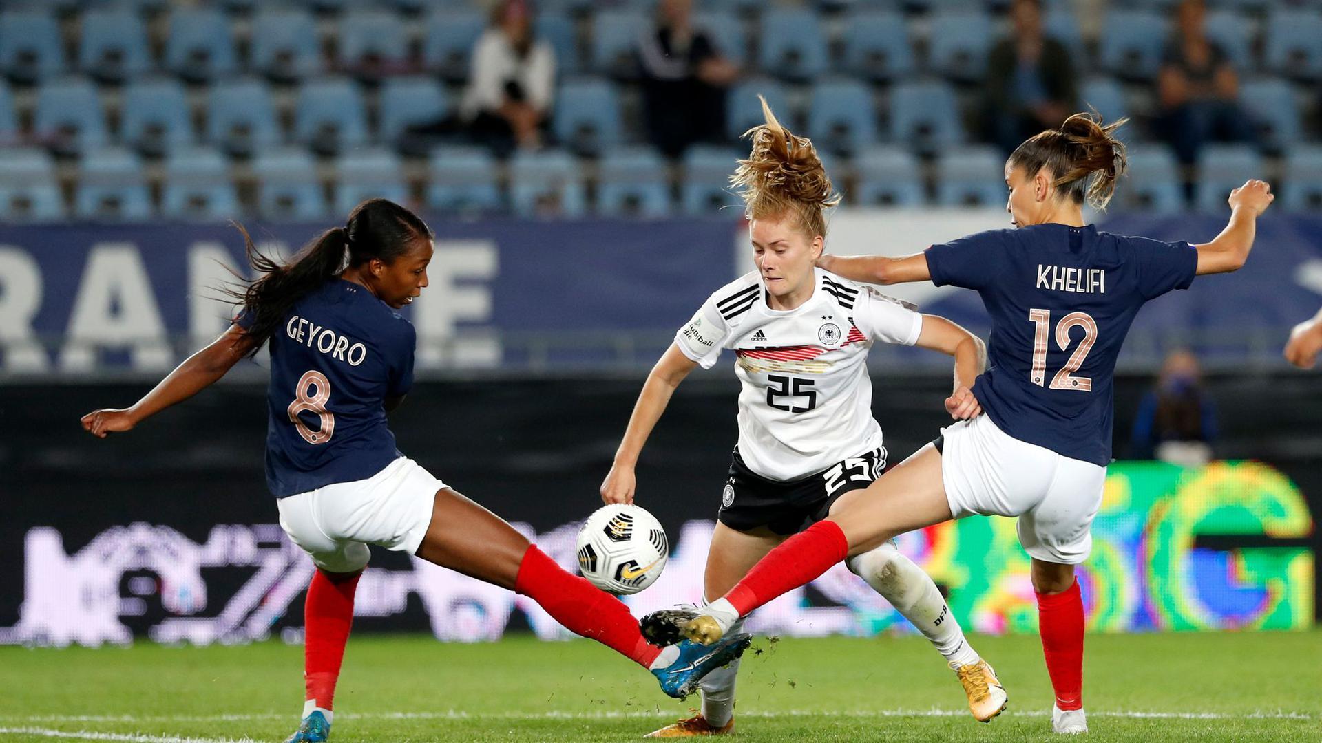 Sjoeke Nüsken musste mit den DFB-Frauen eine knappe Niederlage in Frankreich hinnehmen.