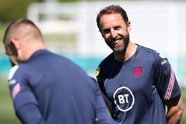 Englands Trainer Gareth Southgate trifft mit seinem Team im ersten Topspiel der EM auf Kroatien.