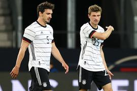 Sollen vorangehen beim DFB-Team: Mats Hummels (l) und Thomas Müller.