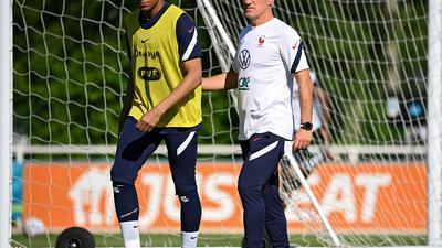 Stürmer-Star und Frankreich-Coach: Kylian Mbappé (l) und Didier Deschamps.