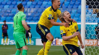 Emil Forsberg (r) erzielte für die Schweden das Tor des Tages.