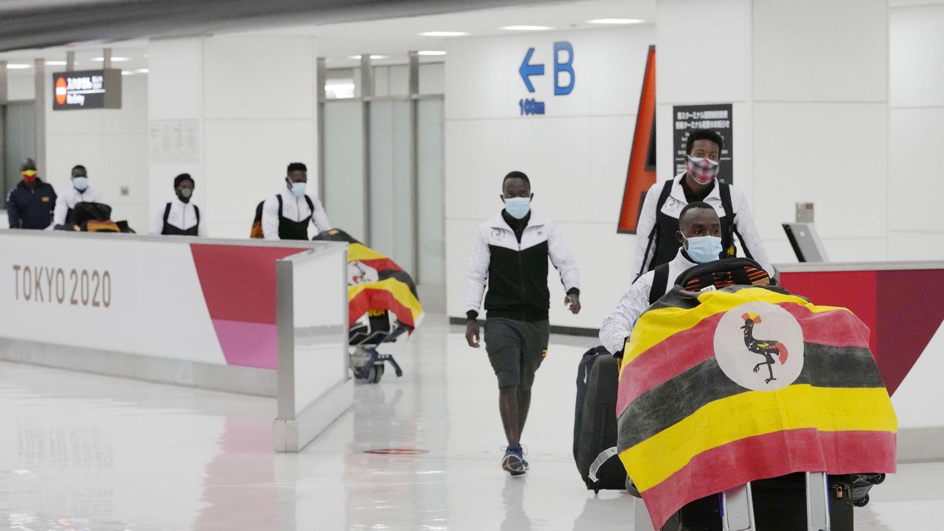 Ein Mitglied des Olympia-Teams aus Uganda wurde bei seiner Ankunft positiv auf das Coronavirus getestet.