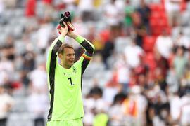 Manuel Neuer wird auch gegen Ungarn die Regenbogen-Binde am Arm tragen.