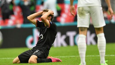 Zum Haare raufen: Thomas Müller trauert seiner vergebenen Großchance gegen England nach.