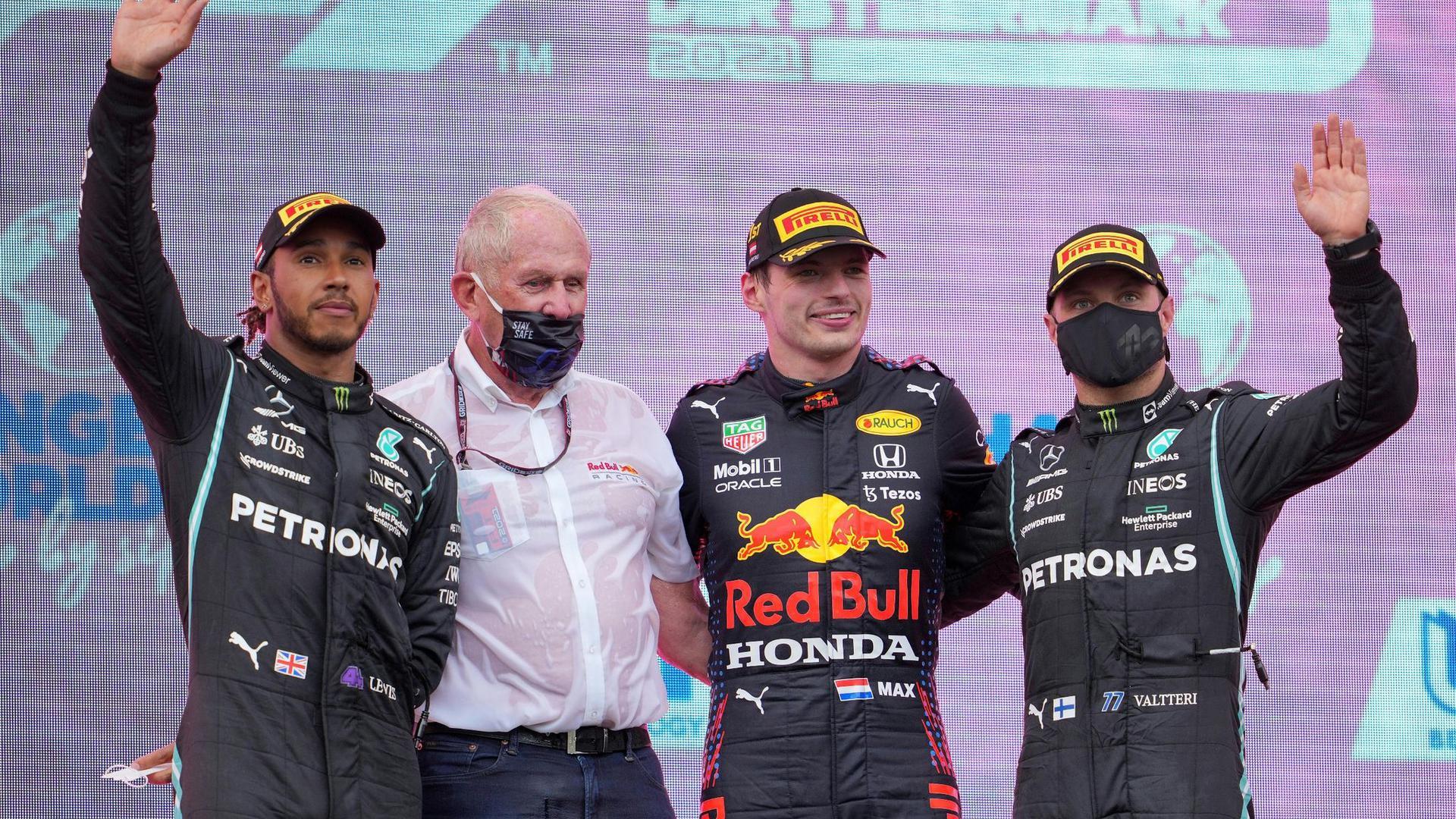 Nach seinem Sieg beim ersten Rennen in Österreich ist Max Verstappen (2.v.r.) erneut Favorit beim Heimrennen seines Red-Bull-Teams.