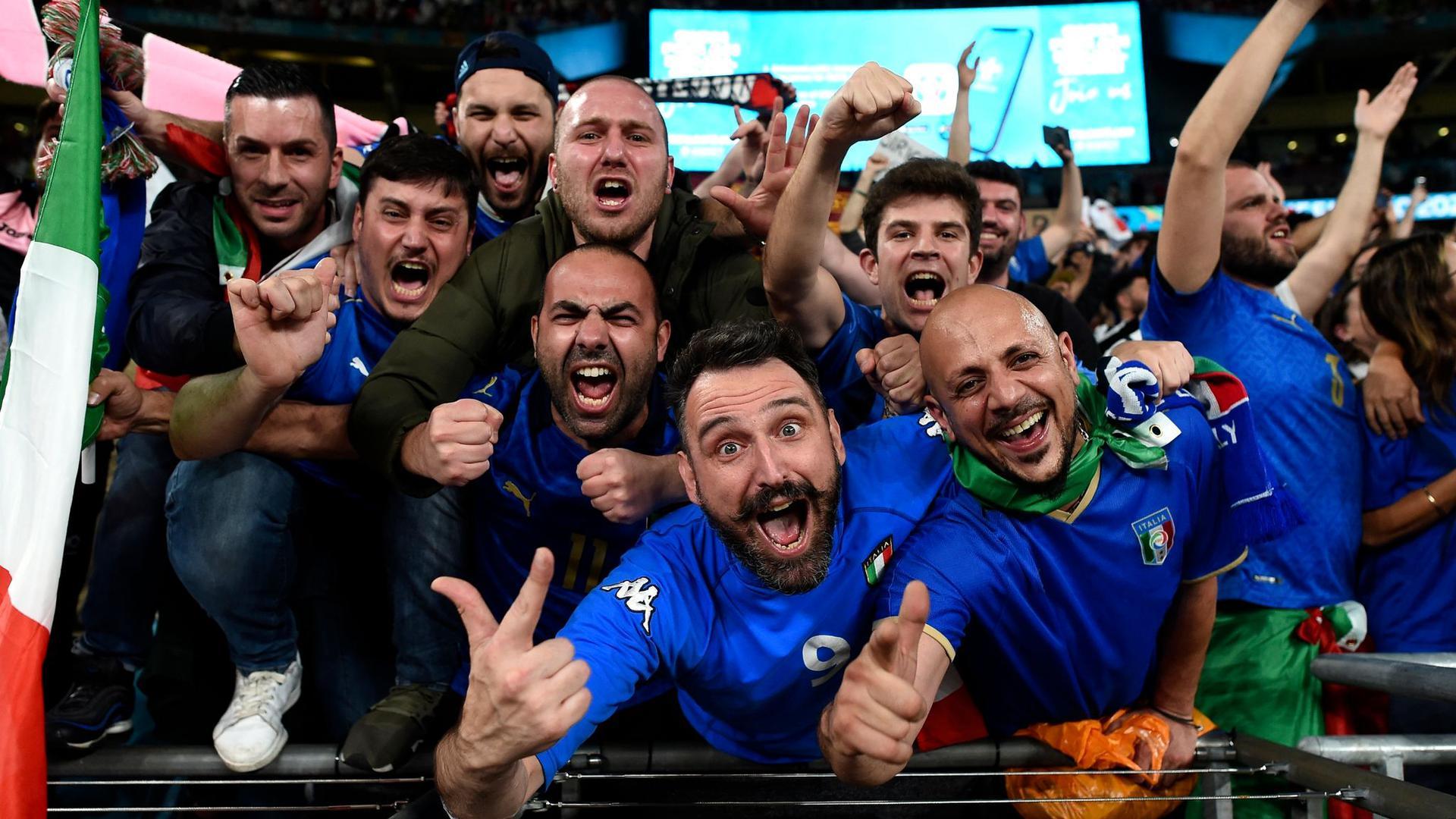 Italien gewinnt das Finale  im Elfmeterschießen mit 3:2 und ist  Fußball-Europameister.