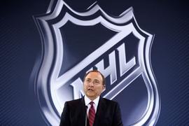 Luke Prokop hat als erster NHL-Profi seine Homosexualität öffentlich gemacht - und bekam von Liga-Boss Gary Bettman (Bild) Zuspruch.