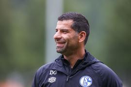 Hat mit Schalke zum Zweitliga-Auftakt den HSV zu Gast: Dimitrios Grammozis.