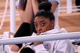 Bleibt bei Olympia in Tokio weiter in der Zuschauerrolle: US-Turnstar Simone Biles.