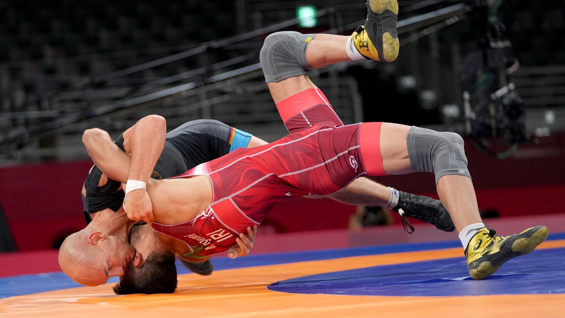 Ringer Frank Stäbler (hinten) kämpft in Tokio um die Bronzemedaille.