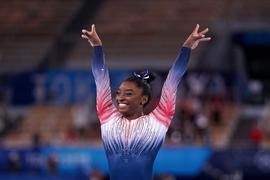 Turnte am Schwebebalken zu Bronze: Simone Biles.