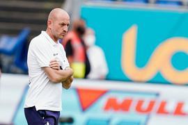Trainer Torsten Lieberknecht trifft mit seinen corona-geschwächten Darmstädtern auf den TSV 1860 München.