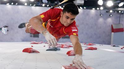 Holt bei der Olympia-Premier im Klettern überraschend Gold: Alberto Gines Lopez aus Spanien in Aktion.