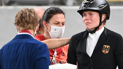 Bundestrainerin KimRaisner (M) und Fünfkämpferin Annika Schleu (r).