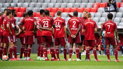Trainer Julian Nagelsmann (3.v.r.) will mit dem FC Bayern München erfolgreich in die Bundesliga-Saison starten.