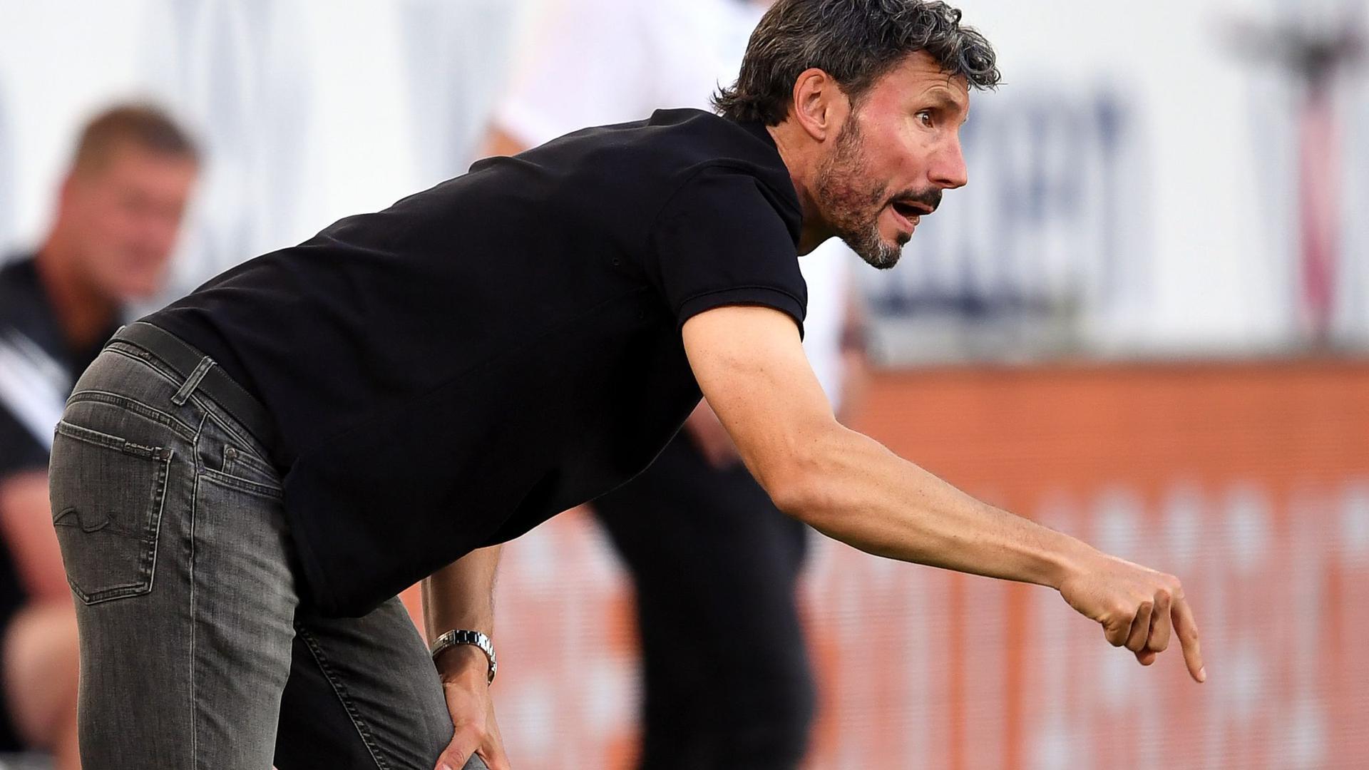 Mark van Bommel feierte seinen ersten Sieg als Bundesliga-Trainer.