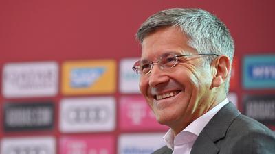 Der FC-Bayern-Präsident Herbert Hainer denkt über eine Gehaltsobergrenze im Profifußball nach.