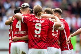 Der SCFreiburg hat das baden-württembergische Bundesliga-Duell mit dem VfBStuttgart für sich entschieden.