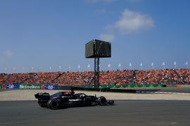 Die Panne von Lewis Hamilton führte zu Jubel bei den Verstappen-Fans.