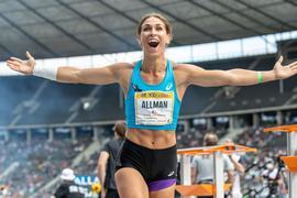 Bereits im ersten Durchgang gelingt der US-Amerikanerin die persönliche Rekordweite von 71,16 Metern.