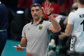 Strebt mit den deutschen Volleyballern einen Sieg über Italien an: Trainer Andrea Giani.