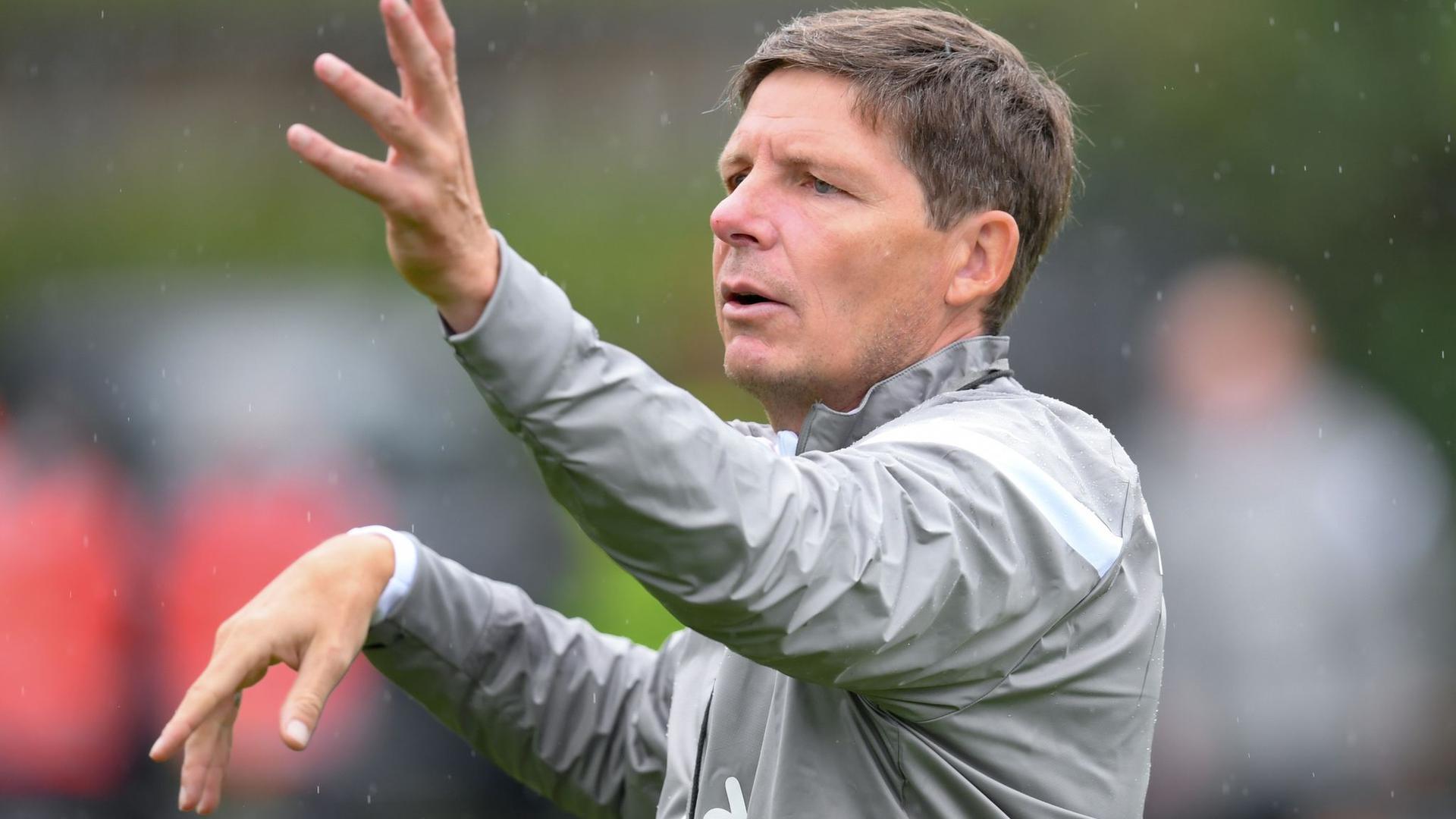 Muss Frankfurts Europa-Auftakt aus der Loge aus verfolgen: Eintracht-CoachOliver Glasner.