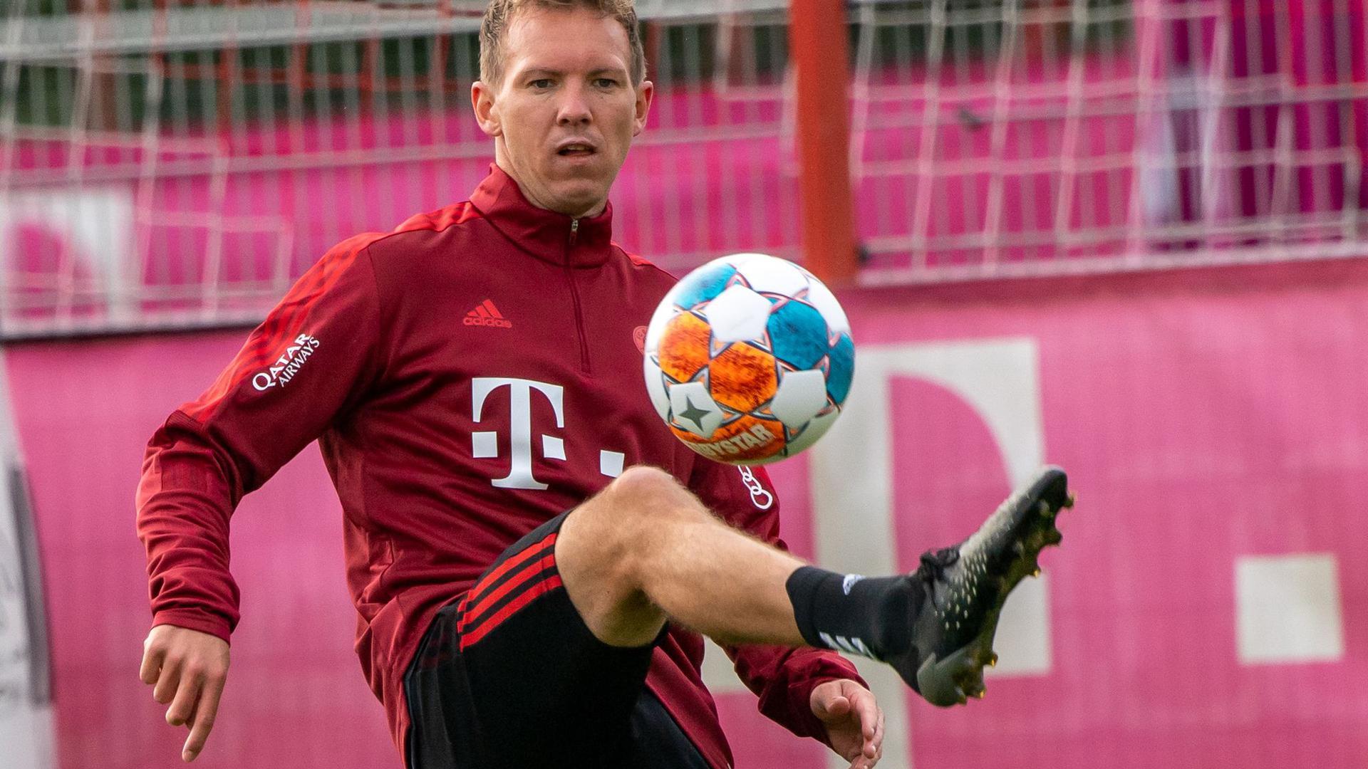 Fiebert dem Topspiel gegen Leverkusen entgegen:Bayern-Coach Julian Nagelsmann.