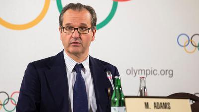 IOC-Sprecher Mark Adams spricht auf einer Pressekonferenz.