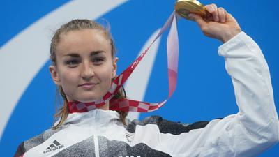 Bei den Paralympics holte Elena Krawzow vor wenigen Wochen noch Gold - nun wurde ein Gehirntumor bei der Schwimmerin festgestellt.