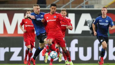 Ein Tor von Felix Platte (l) reichte Paderborn letztlich doch nicht zu einem Punkt gegen den HSV.
